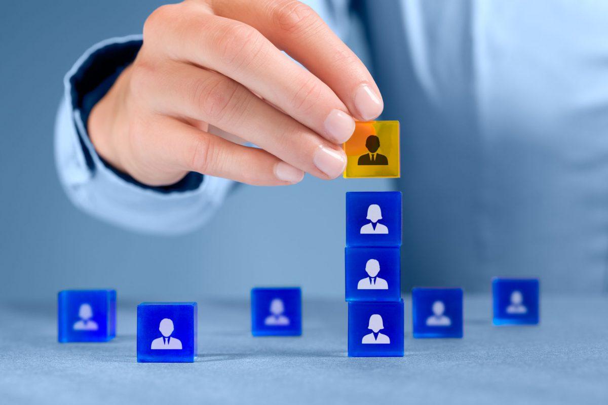 Zoho CRM使用責任者の「役職」や「権限」を変更する